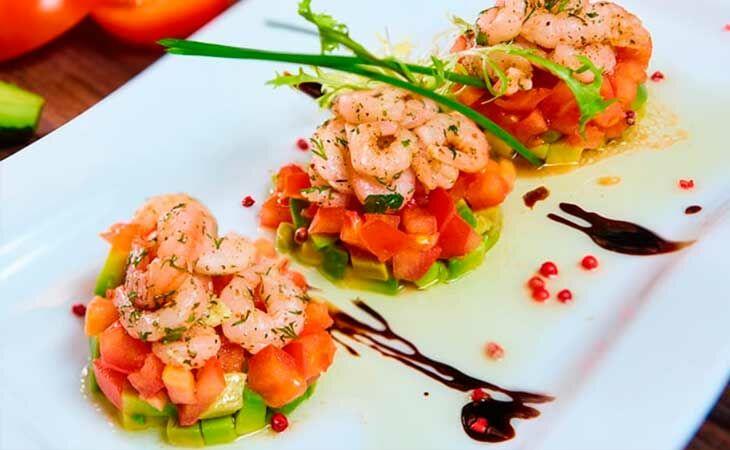 Классический рецепт салата из авокадо с креветками