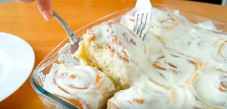 Синабон с корицей и сливочным кремом – домашние булочки